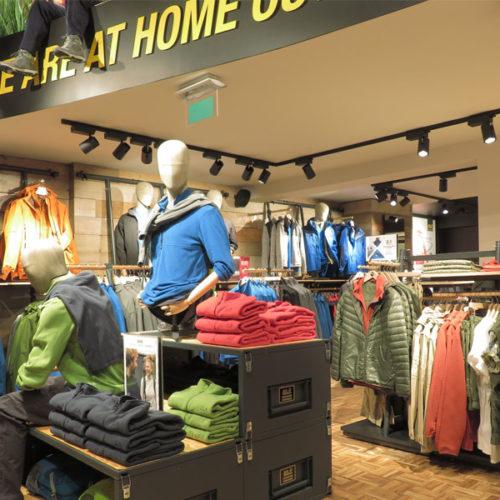 Mit der Eröffnung in Knokke erweitert Jack Wolfskin sein Store-Portfolio in Belgien auf acht Stores. Europaweit und in Asien sind die Produkte der Marke in über 900 Franchise-Stores und über 4.000 Verkaufsstellen erhältlich.  (Foto: Jack Wolfskin)