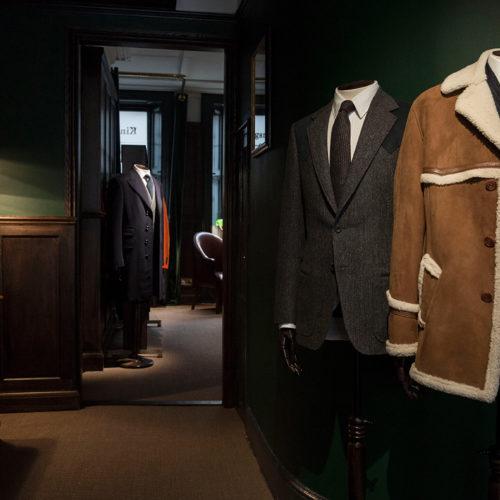 Ausgestellte Kleidung, bekannt und begehrt durch den Film, kann über die Webseite erworben werden.