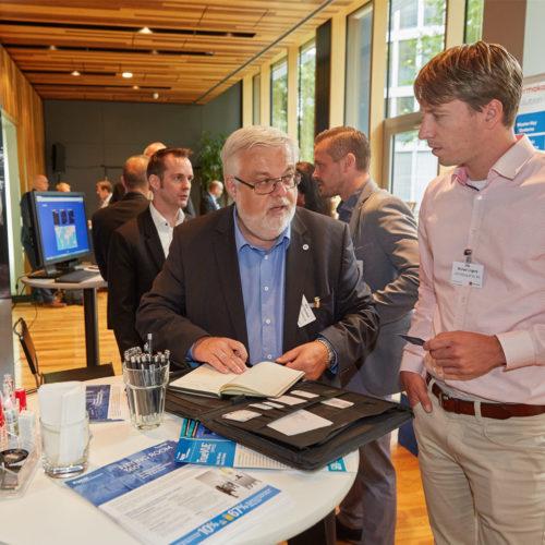 Fachlicher Austausch zwischen Michael Linges (Lidl Stiftung) und Michael Sendner (Tyco Retail Solutions)