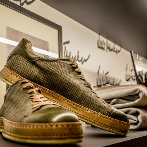 Nun wird hier die alpine Luis-Trenker-Welt präsentiert mit Fashion-Kollektionen, Accessoires und Lifestyle-Produkten, darunter etwa in Italien von Hand gefertigte Schuhe, Schals und Gürtel. (Foto: Luis Trenker)