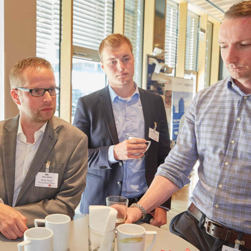 Reger Austausch: Jens Ulrich (Media Saturn Deutschland), Yannik Wiederhoeft, Michael Steinacher und Julia Vincke (alle Ceconomy AG Group Security)