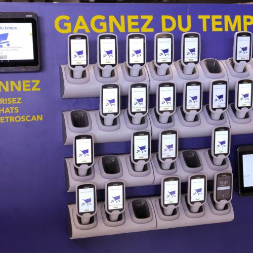 Ausgabestation für mobile Self-Scanner (Foto: Metro Cash & Carry France)