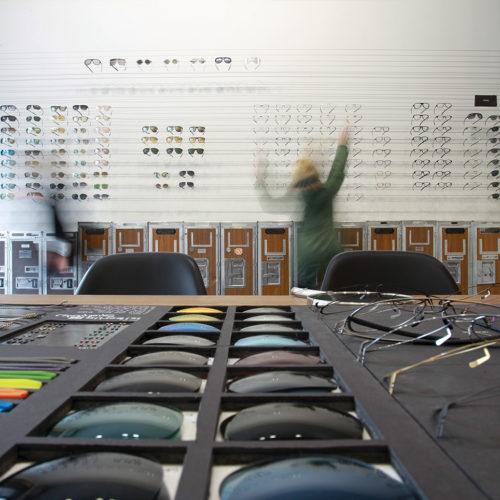 Im Store von Ic Berlin lassen sich Flugzeug-Container bei Bedarf an andere Stellen rollen. (Foto: ic! Berlin)