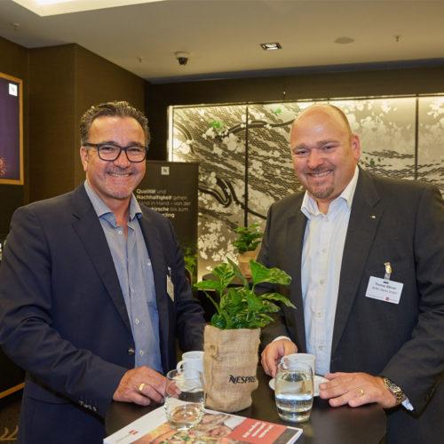 Sven Schmidt (Oktalite Lichttechnik) im Gespräch mit Thomas Bähner (Rewe Markt GmbH)
