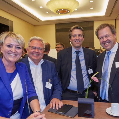 Christine Hager (Redos Retail) mit Dirk von der Ahé, Christian Riedel und Martin Philippen (alle Sierra Germany)