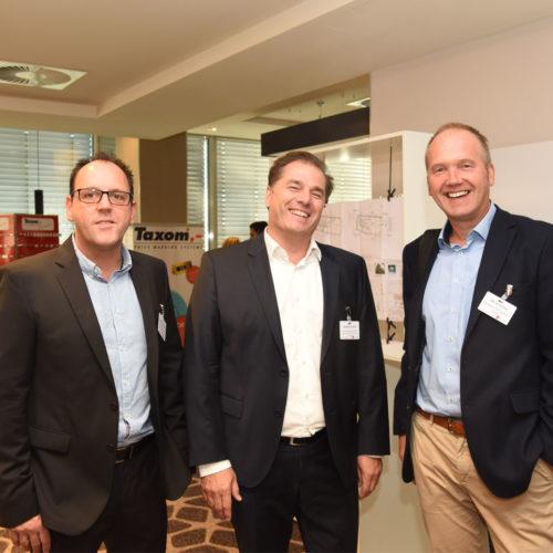 Gut gelaunt: Michael Oberschelp und Stephan Schach (beide Hartmannvonsiebenthal The Brand Experience Company GmbH) mit Bernd Schiller (Backwerk Management GmbH)