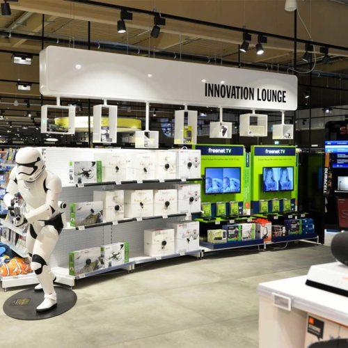 """Im Nonfood-Bereich wurde eine """"Innovation Lounge"""" integriert. (Foto: Real SB-Warenhaus)"""
