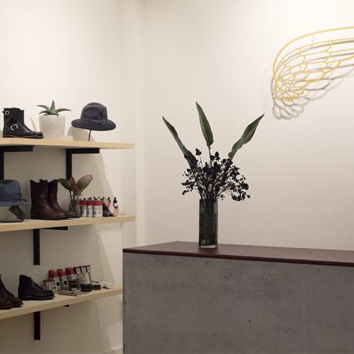 Das Ladenkonzept ist ein Projekt von Red Wing-Produktmanagerin Allison Gettings und Designerin Gaal Levine. Geführt wird der Store von Einzelhändler Kay Knipschild, der mit seiner langjährigen Verbindung zur Marke als Geschäftspartner und Inhaber bereits Red Wing-Stores in Berlin, Hamburg und München betreibt. (Foto: Max Schwarzmann)