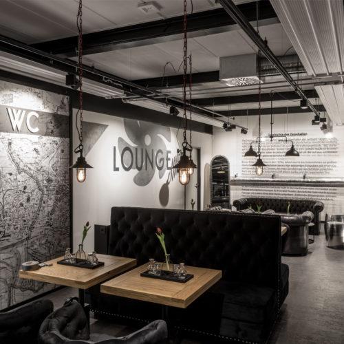 Lounge mit Erläuterungen zur Historie und grafischer Darstellung des Standorts
