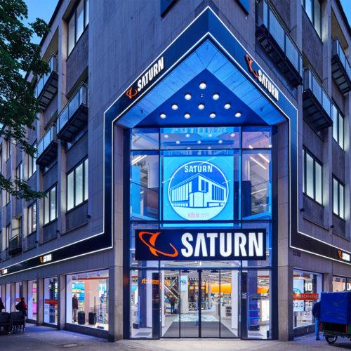 Gewährt Tageslichteinfall: der neue Saturn-Markt in Köln