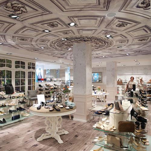 Das Schuhhaus Darré in Gießen ist ein Beispiel für eine konsequent geschlossene Verkaufsfläche, die ganz auf die Ware konzentrieren will. (Foto: Winkelmann Impulse)