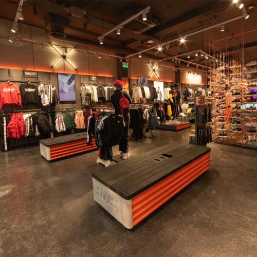 Streetwear im Obergeschoss (Foto: Snipes)