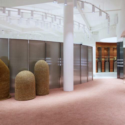 """Die Store-Landschaft mit den Champions in der """"Hall of Fame"""" im Hintergrund"""