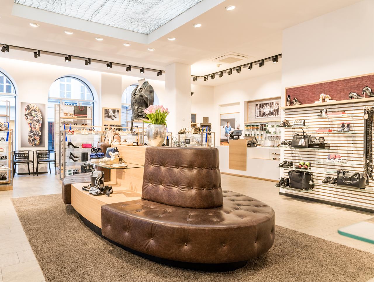 detailed look aa2ad 310cd Schuhhaus Werdich mit neuem Storekonzept | stores+shops